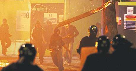 London rioters battle police